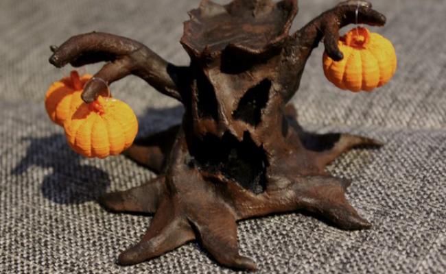 Creepy Halloween Tree with Pumpkins