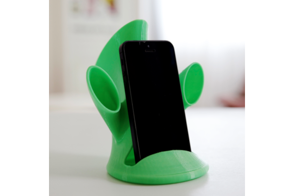 Phone dock and sound amplifier