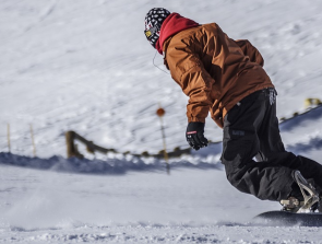 14 Best Snowboarder and Skiing Headphones