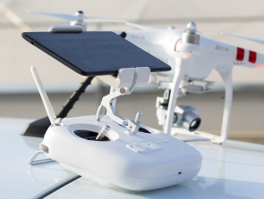 6 Drone Remote Controllers with Built-in Screens