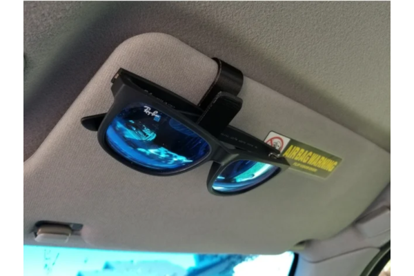 Visor clip for sunglasses