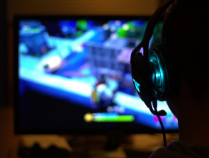 Gaming Headphones vs Music Headphones: How do they compare?