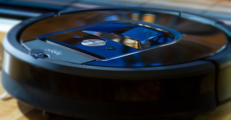 Neato D7 Connected vs. Roomba i7 – Which High-End Robot Vacuum Is Better?