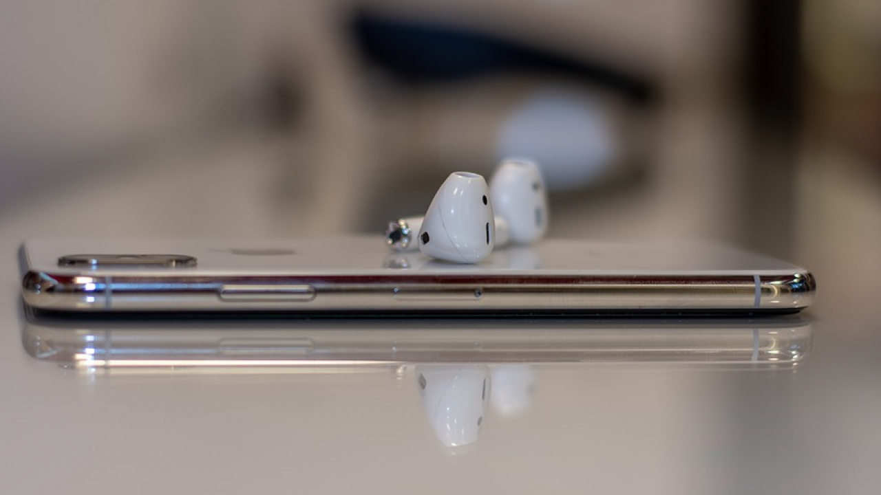 Airpods Pro Vs Airpods 2 Vs Airpods 1 Earbuds Comparison 3d Insider