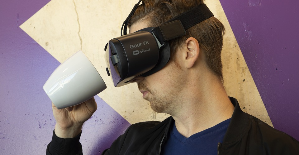 Oculus vs. HTC Vive vs. PSVR: Which one is the best in 2019?