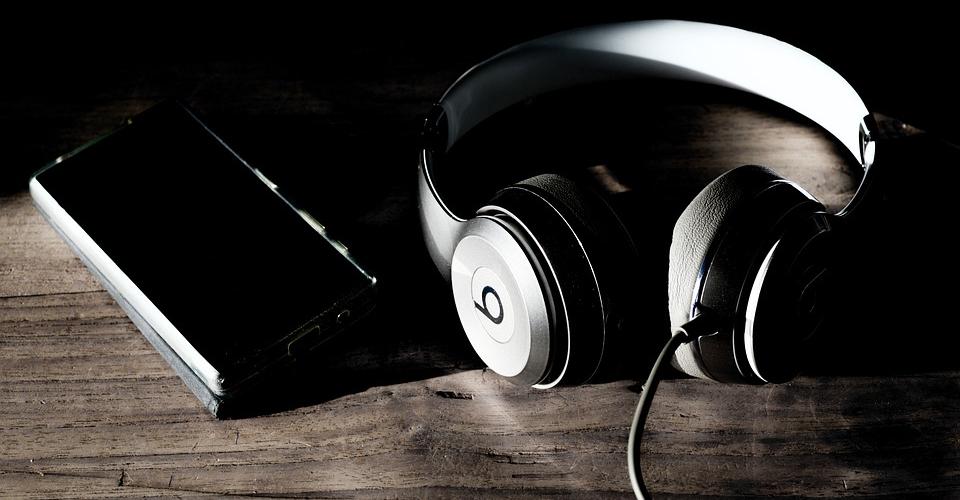 Headphones Comparison: Beats Studio3 vs. Beats Solo3