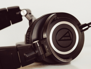 Audio Technica M40x vs M50x: The Midrange Headphone King