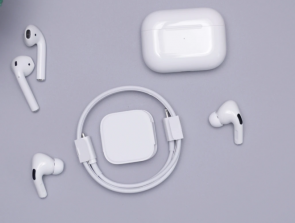 Headphones Comparison: Apple AirPods Pro vs. Apple AirPods 2