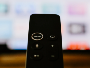 Apple TV vs Roku: Which is the Better Streaming Device?