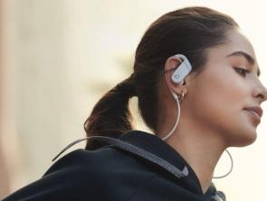 Headphones Comparison: Beats Powerbeats 4 vs. Beats Powerbeats Pro