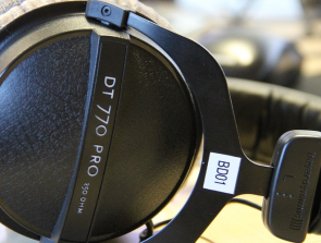 Headphones Comparison: Beyerdynamic DT 770 Pro vs. Beyerdynamic DT 990 Pro
