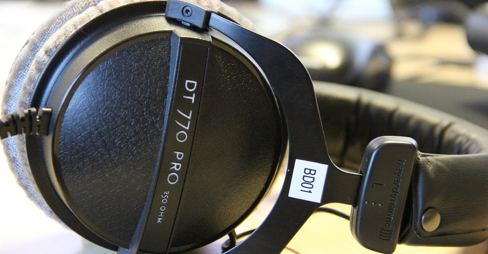 Headphones Comparison: Beyerdynamic DT 770 Pro vs. Beyerdynamic DT 990 Pro
