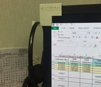 Monitor headphone clip